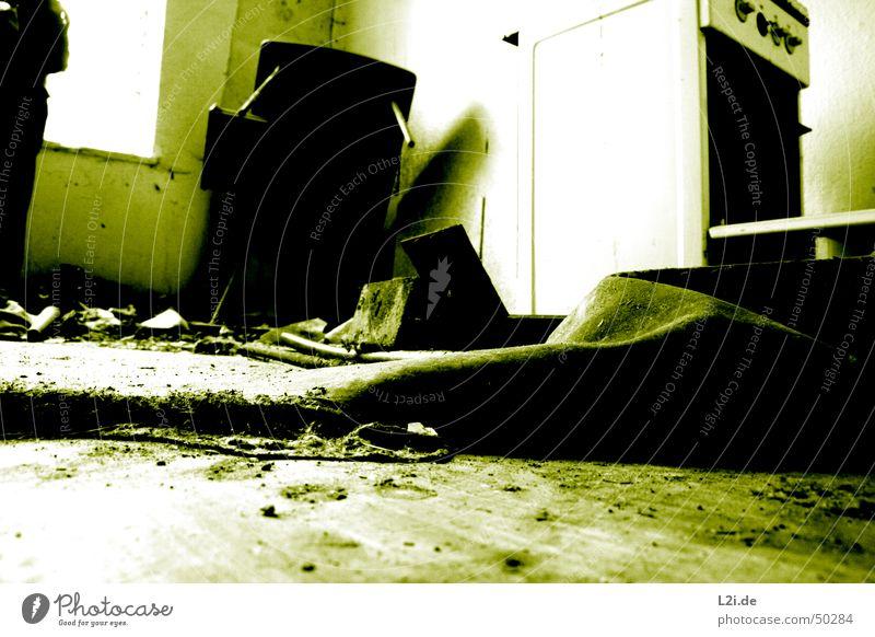 Green Room VI grün schwarz weiß Licht Fenster dunkel gruselig Wand Haus Raum Bodenbelag Küche Herd & Backofen Tisch Schachtel Zerstörung alt Kontrast Einsamkeit