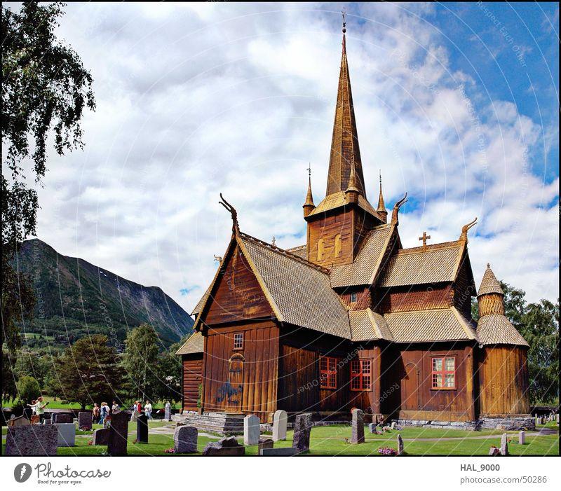 Stavkirke c Himmel grün blau Sommer Wolken Gras Holz Graffiti Religion & Glaube groß Dach Turm Bauwerk historisch Norwegen Christentum