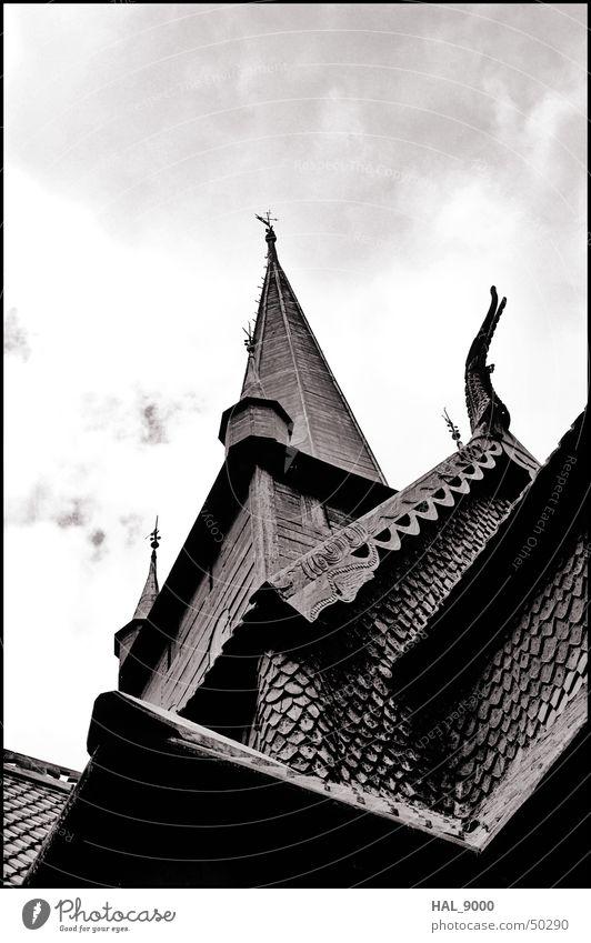 stavkirke detail Bauwerk Holz Wolken Norwegen Skandinavien historisch Wikinger Religion & Glaube Christentum Dach Sommer unten Froschperspektive tief Stabkirche