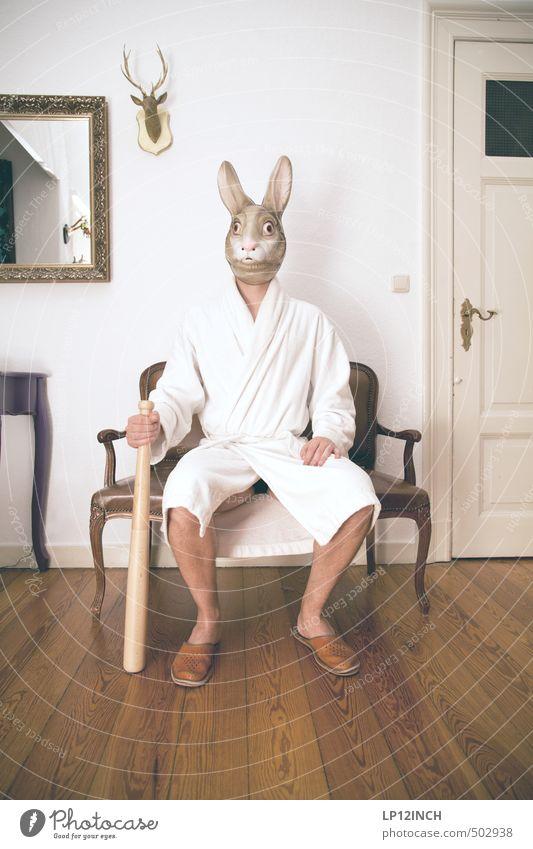 AGGRO.HASE IV Mensch Jugendliche Mann Tier 18-30 Jahre Junger Mann Erwachsene Angst maskulin Wohnung Häusliches Leben sitzen gefährlich retro gruselig Maske