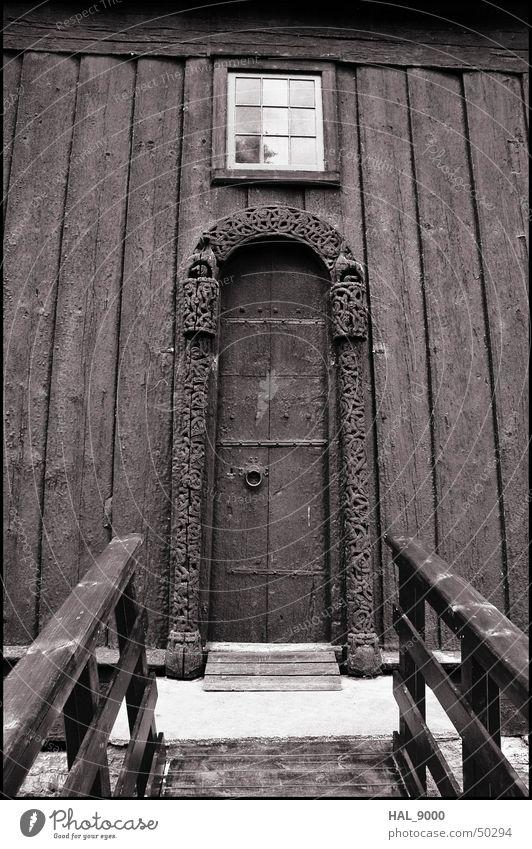 stavkirke portal alt Sommer Fenster Holz Graffiti Religion & Glaube Tür Tor Bauwerk historisch tief Norwegen Christentum Skandinavien Portal Mittelalter