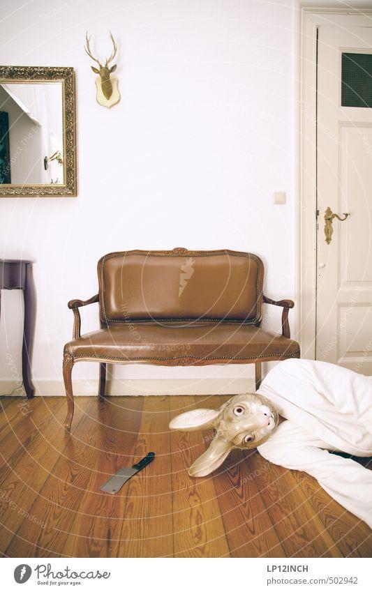 AGGRO.HASE III Häusliches Leben Wohnung Mensch maskulin Junger Mann Jugendliche Erwachsene 1 Tier Totes Tier Hase & Kaninchen liegen Aggression bedrohlich retro