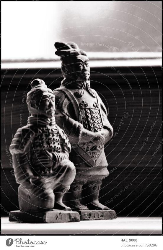 General und Bogenschütze Krieger Chinesisch China Terrakotta Armee grau schwarz weiß historisch Knie stehen Stil general Asien Mittelalter ruhig