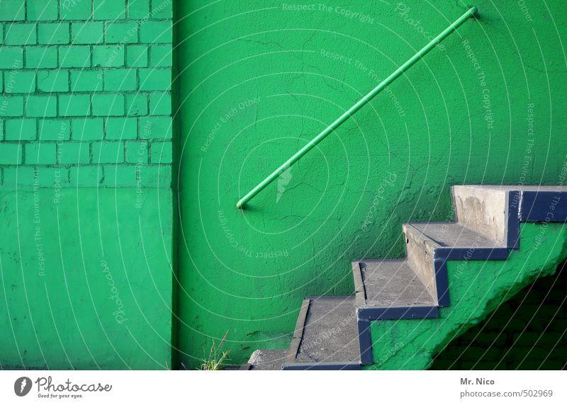 Am Grünflächenamt Industrieanlage Fabrik Gebäude Mauer Wand Treppe Fassade alt grau grün abwärts aufwärts oben unten Treppengeländer Haus Stein Beton Farbfoto
