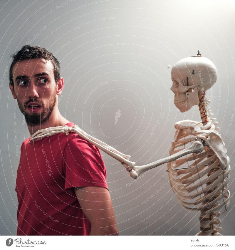Mensch Jugendliche alt Junger Mann 18-30 Jahre Erwachsene dunkel Leben Tod lustig Zeit Gesundheit Angst maskulin Gesundheitswesen bedrohlich