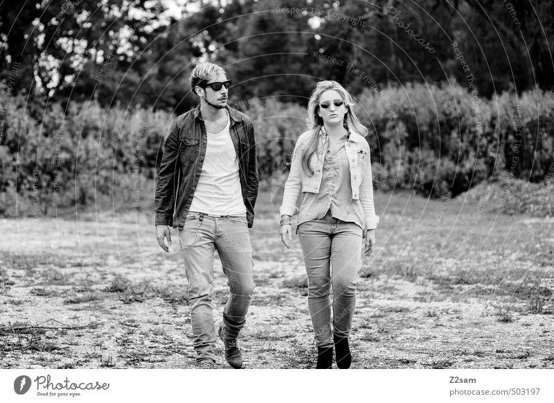 ZWEISAM Mensch Natur Jugendliche Junge Frau Landschaft Junger Mann 18-30 Jahre Erwachsene Herbst Gras Stil gehen Paar Mode Zusammensein blond