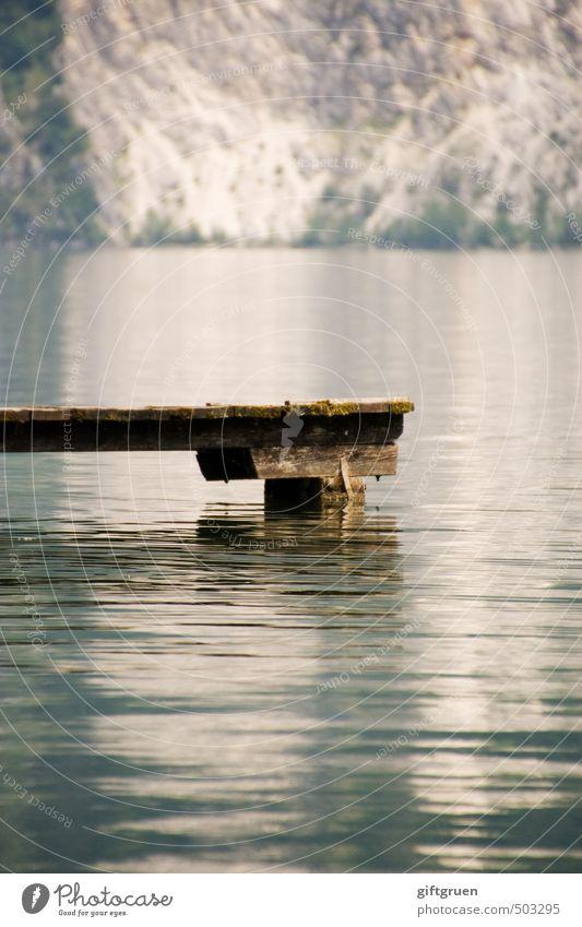 silence Umwelt Natur Urelemente Wasser Felsen Berge u. Gebirge Seeufer Schwimmen & Baden Steg Holz Wasseroberfläche ruhig friedlich Steilwand Felswand