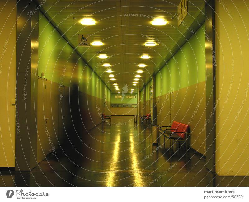 Krankenhaus Mensch grün kalt Gebäude offen Innenarchitektur