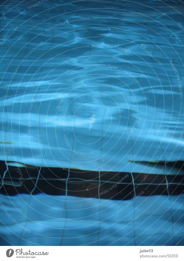 wasser 2 Wasser blau kalt Wellen Schwimmbad weich Streifen Schwimmen & Baden Fliesen u. Kacheln sanft Hochformat