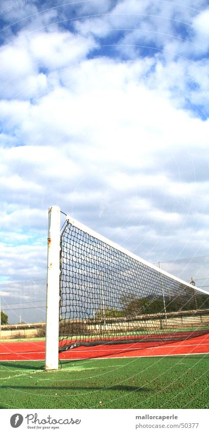 ins netz gehen alt Himmel grün blau rot Wolken Spielen Netz Tennis Stab