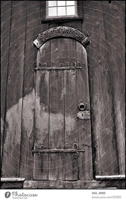 stavkirke portal 2 Grauwert Holz Portal Fenster unten Christentum alt Schwarzweißfoto Mittelalter Tür Tor Religion & Glaube verfallen