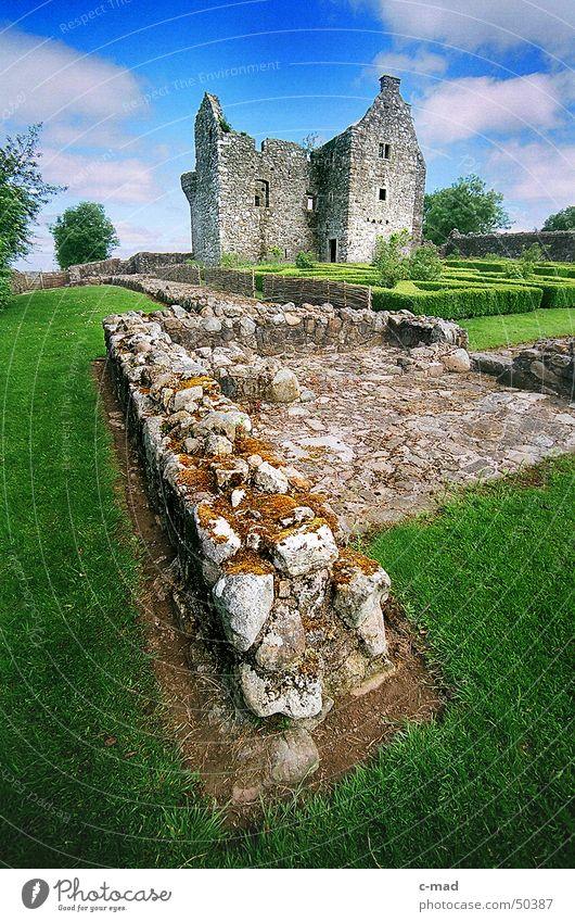 Tully Castle am Lough Erne 2 Himmel grün blau Sommer Wolken Farbe Garten Mauer Landschaft Baustelle Burg oder Schloss Bauwerk Ruine Nordirland Mittelalter Upper Lough Erne