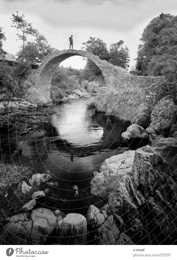 Bridge bei Pitlochry Schottland schwarz weiß Sommer Wasser Stein Landschaft Himmel Brücke Mensch Fluss