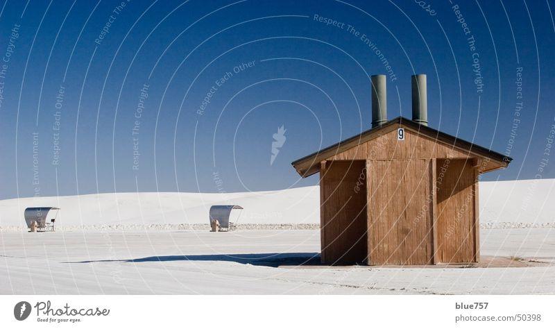 mostly sunny weiß Holz Himmel Kamin Dach Ziffern & Zahlen 9 Sand blau Schatten Hütte silber Schornstein außergewöhnlich Wolkenloser Himmel klein einfach