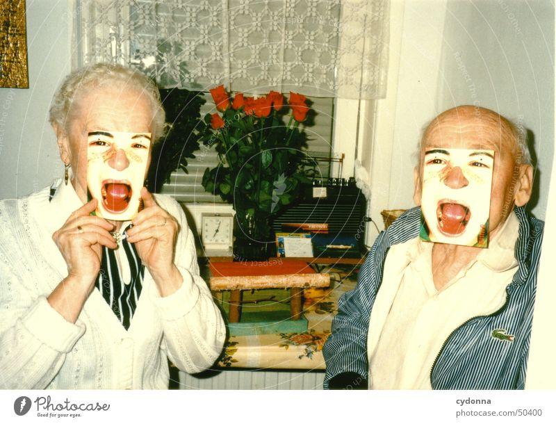 der kartentrick Frau Mensch Familie & Verwandtschaft Mann Freude Senior Leben Stil lustig retro Kommunizieren Großeltern Maske schreien Großmutter Postkarte