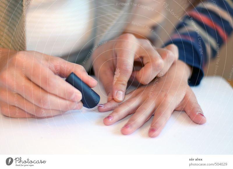 Party-Vorbereitung elegant Stil schön Körperpflege Haut Maniküre feminin Mädchen Frau Erwachsene Mutter Hand Finger Fingernagel 2 Mensch 3-8 Jahre Kind Kindheit