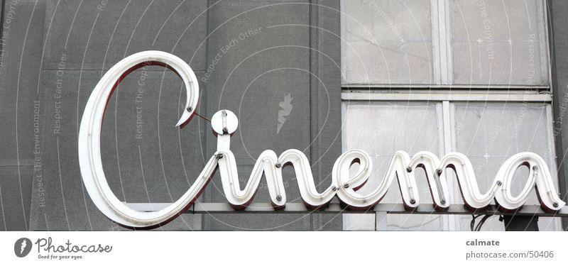 - old cinema - alt Fenster grau Mauer Fassade Filmindustrie Leuchtreklame Leuchtstoffröhre