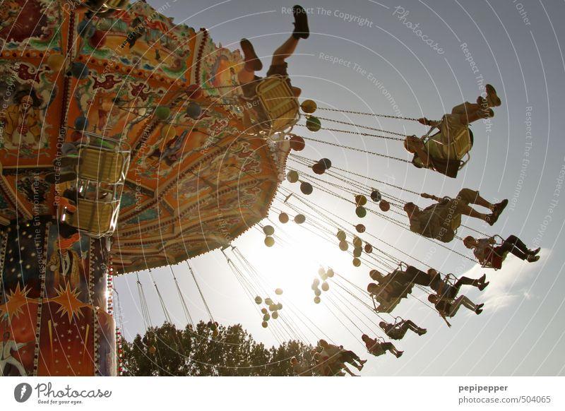 rummel Freizeit & Hobby Jahrmarkt Ausflug Sommer Leben Menschengruppe Karussell Bewegung fliegen sitzen Farbfoto Gedeckte Farben Außenaufnahme Tag Licht