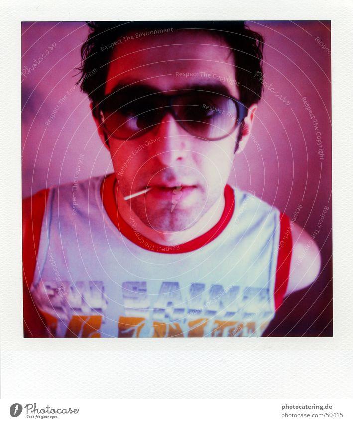 polaroid SX 70 Polaroid Mann rot Coolness Brille Disco Streichholz