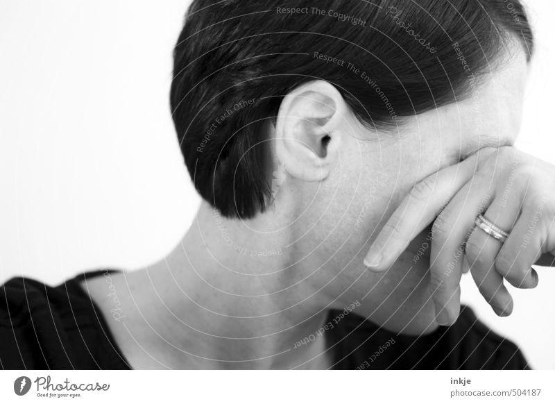 :-/ Mensch Frau Hand Gesicht Erwachsene Leben Traurigkeit Gefühle Stil Lifestyle Trauer Ring Stress Partner Scham Liebeskummer