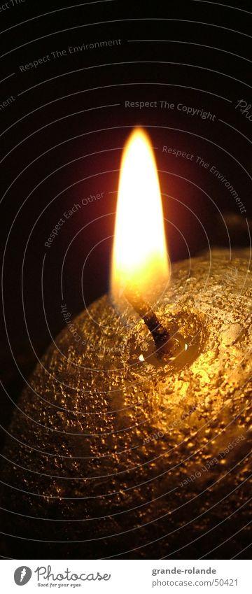 Güldenes Lischtschen Licht Kerze Physik gemütlich Wachs Kerzenschein erleuchten gold Weihnachten & Advent Wärme candle Kerzendocht candlelight