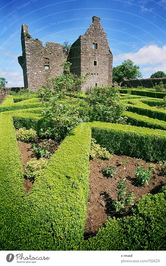 Tully Castle am Lough Erne 1 Himmel grün blau Sommer Wolken Farbe Garten Mauer Landschaft Baustelle Burg oder Schloss Bauwerk Ruine Nordirland Mittelalter