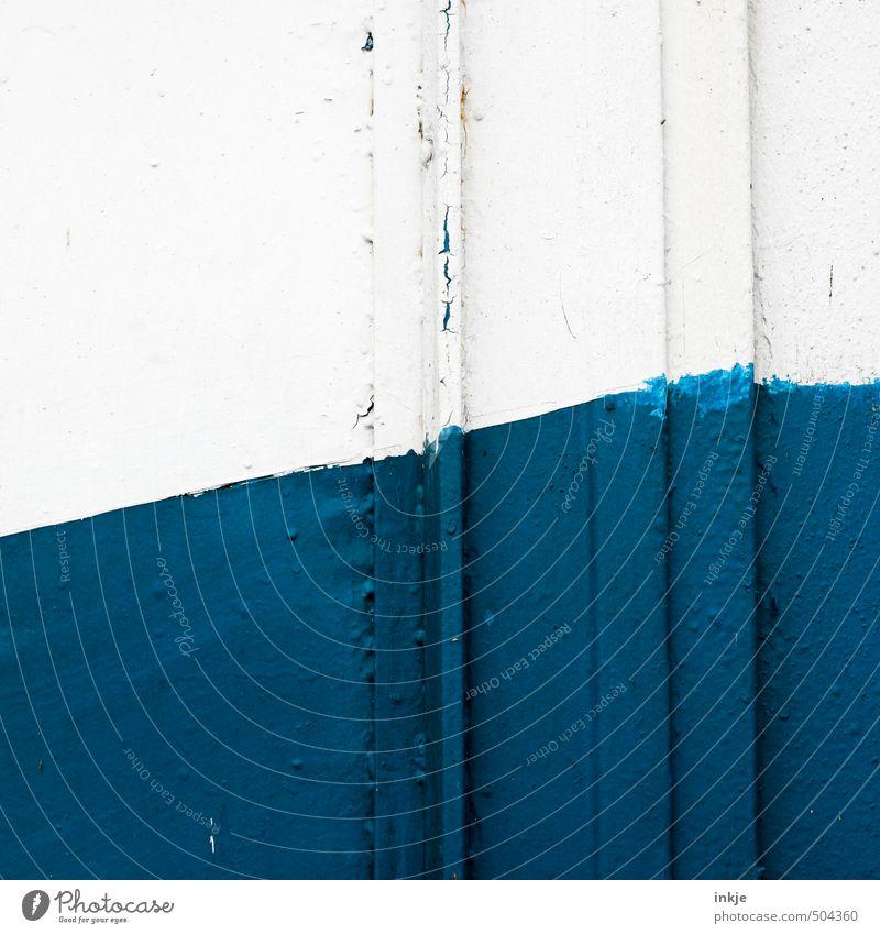 detail 3 Menschenleer Mauer Wand Fassade Schifffahrt An Bord Metall Linie Neigung blau weiß diagonal steigend Teilung Steigung Farbfoto Außenaufnahme