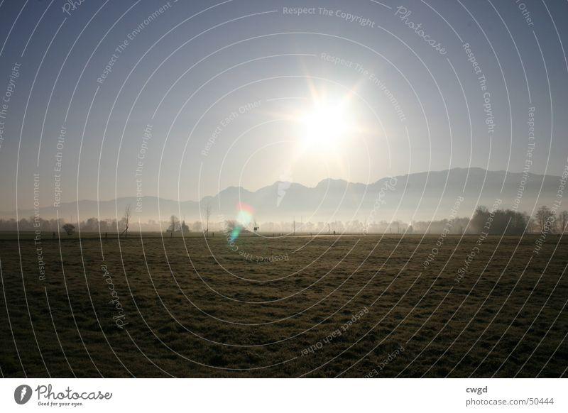 sun comes up, v2.0 Morgen Feld Sonnenaufgang Schweiz Österreich Rheintal Ebene ländlich kalt Außenaufnahme Berge u. Gebirge Blauer Himmel Alpen Frost bodenfrost