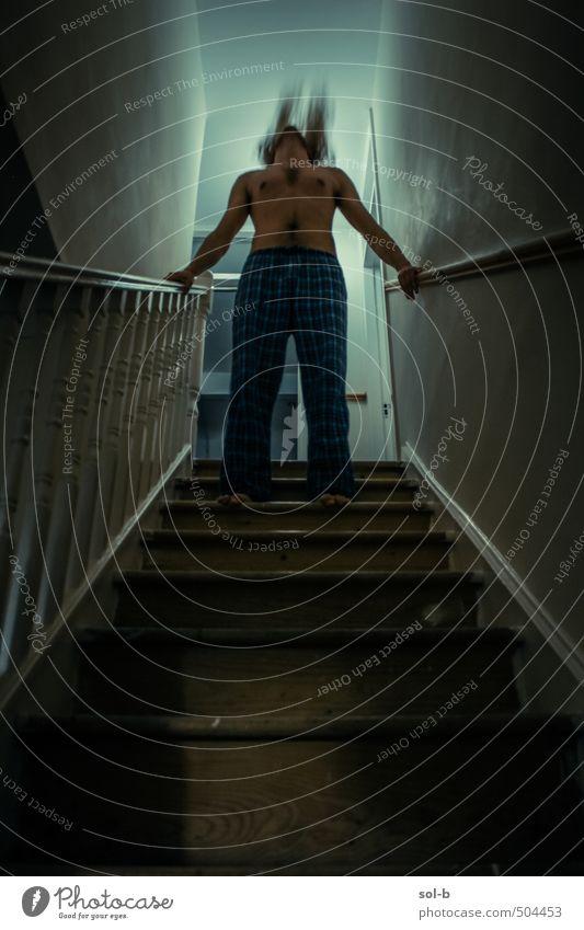 Mosh Häusliches Leben Haus Mensch maskulin Junger Mann Jugendliche 1 18-30 Jahre Erwachsene Jugendkultur Subkultur Musik hören Treppe Schlafanzug nackt