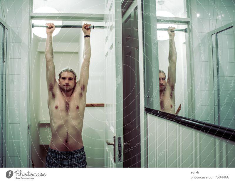 Mensch Kind Jugendliche nackt Haus Junger Mann 18-30 Jahre Erwachsene dunkel Wand Sport Mauer Spielen Gesundheit maskulin Raum