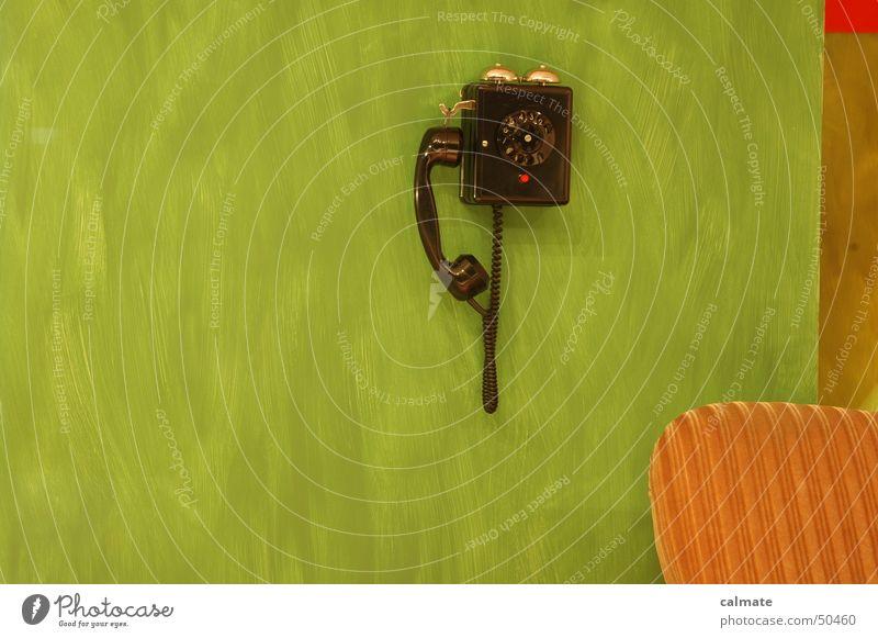 - retrolook I - Sitzgarnitur Telefon Ziffern & Zahlen Sitzgelegenheit Wählscheibe analog altes telefon alte möbel altmodisch polstergruppe