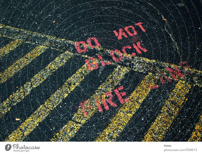 stripes 'n' types Stadt schwarz dunkel gelb Straße Wege & Pfade rosa Ordnung Schilder & Markierungen Verkehr Schriftzeichen Hinweisschild bedrohlich Vergänglichkeit Schutz Zeichen