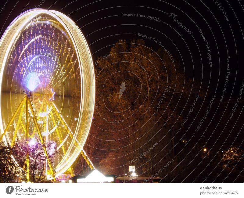Dresden bei Nacht Licht Langzeitbelichtung Riesenrad Drehung drehen Jahrmarkt dunkel gelb blau