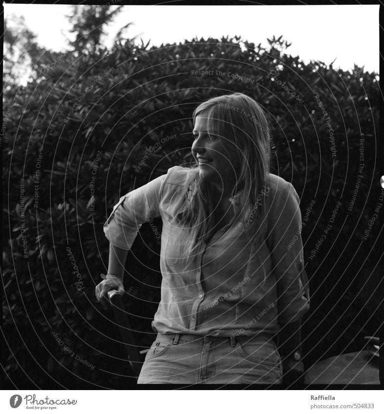whats gone will never come back Mensch feminin Junge Frau Jugendliche Kopf Haare & Frisuren Gesicht Brust Arme 1 18-30 Jahre Erwachsene Pflanze Sträucher Hemd