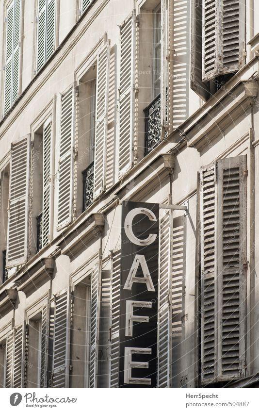 Dezenter Hinweis Paris Stadt Altstadt Haus Gebäude Mauer Wand Fassade Fenster Schriftzeichen Schilder & Markierungen alt ästhetisch grau weiß Café Leuchtreklame
