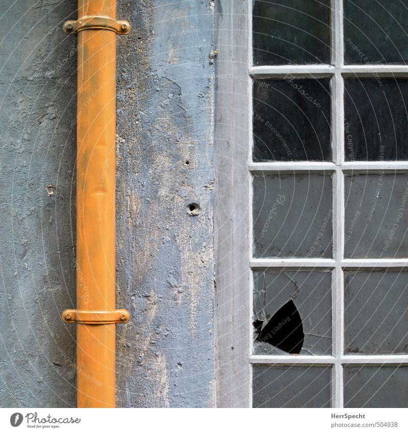 Hinterhöfisch Paris Stadt Altstadt Haus Gebäude Mauer Wand Fenster Dachrinne Glas alt kaputt trashig trist gelb grau weiß Fensterscheibe Zerbrochenes Fenster