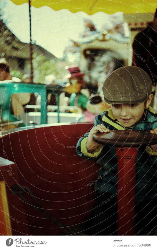 Halbe Drehung Mensch Kind Stadt Tier Gesicht Bewegung Herbst Junge lachen maskulin Freizeit & Hobby Kindheit Bekleidung Fröhlichkeit retro rund