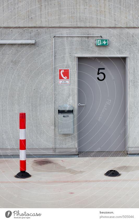 -   5. Stadt rot Wand Straße Wege & Pfade Mauer Architektur Gebäude grau Linie Metall Fassade Tür Hochhaus Schilder & Markierungen Beton