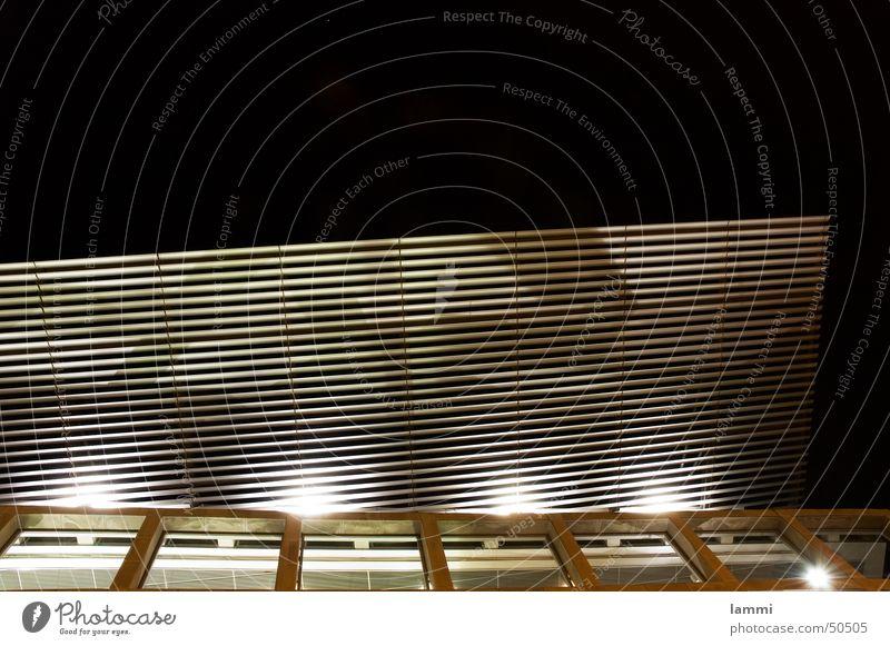 Vordach Dresdner Bank Leipzig Nacht dunkel Gitter Haus Kapitalwirtschaft Licht schwarz weiß Außenaufnahme Langzeitbelichtung Vor dunklem Hintergrund fasade