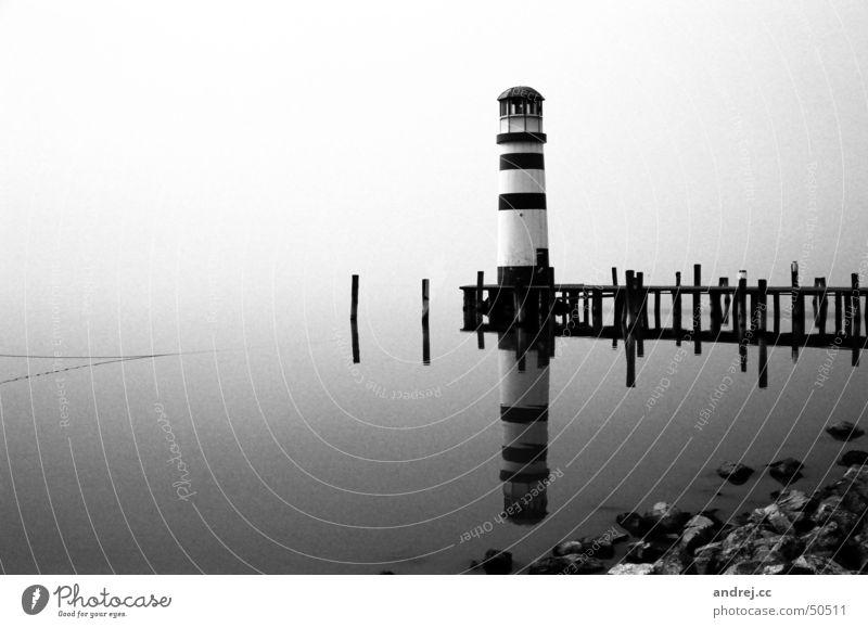 leuchtturm Leuchtturm Nebel trüb Steg Einsamkeit Reflexion & Spiegelung Wasser trist Schwarzweißfoto neusiedlersee Landschaft