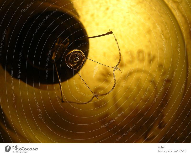 ... und was sich dahinter verbirgt gelb Lampe Wärme braun Glas Energiewirtschaft Elektrizität Dekoration & Verzierung Physik Häusliches Leben Draht Glühbirne antik Wattenmeer elektrisch Flohmarkt
