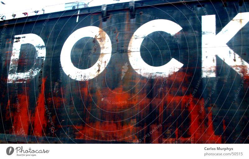 Zeichen der Zeit - part II - alt weiß rot schwarz Farbe Wasserfahrzeug Hamburg Schriftzeichen Hafen Buchstaben Dock Schiffswerft Trockendock Schwimmdock