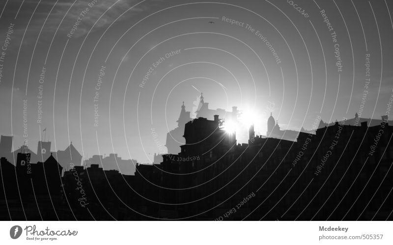 Doppelnd hält besser :) Stadt weiß Himmel (Jenseits) Wolken Haus schwarz Bewegung Architektur grau außergewöhnlich hell glänzend leuchten Europa paarweise