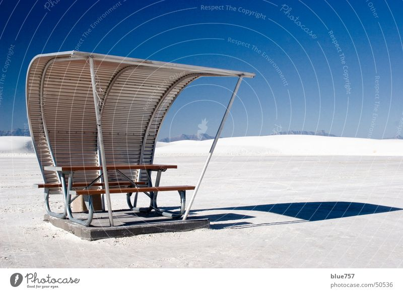 Limited Space Himmel weiß blau Holz Sand Metall Beton Dach silber Blech Holzmehl Wellblech
