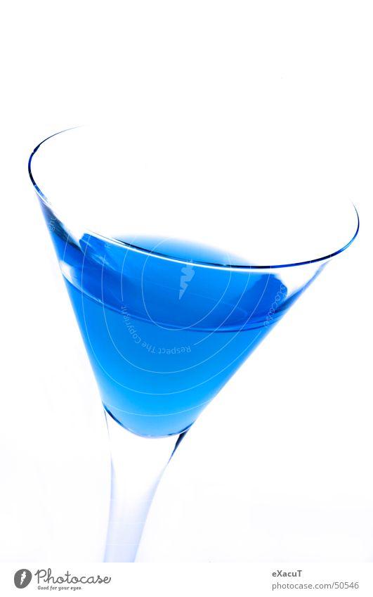 edles Blau Getränk unnatürlich trinken Glas blau Alkohol edel