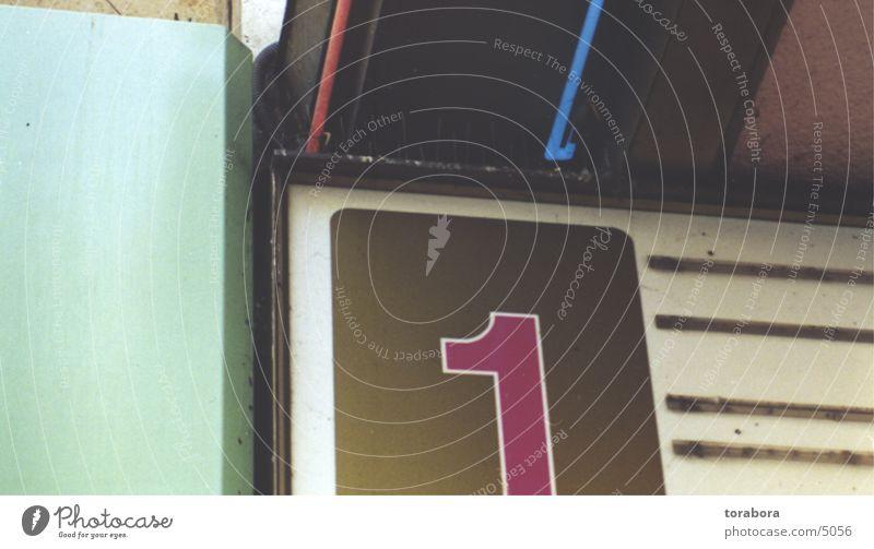 one Schilder & Markierungen Typographie Fototechnik