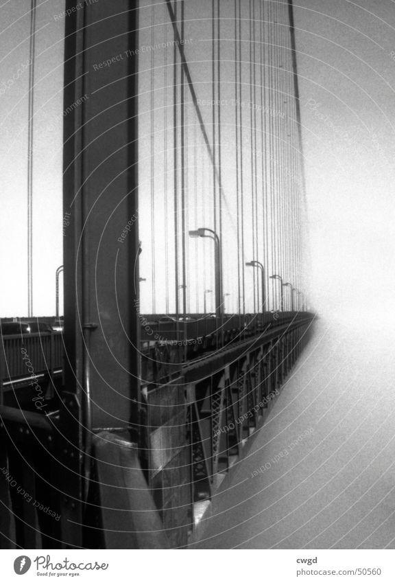 die brücke ins nichts... Golden Gate Bridge San Francisco Amerika Kalifornien Küste Nebel Monochrom Unendlichkeit bay USA america Brücke Straße Schwarzweißfoto