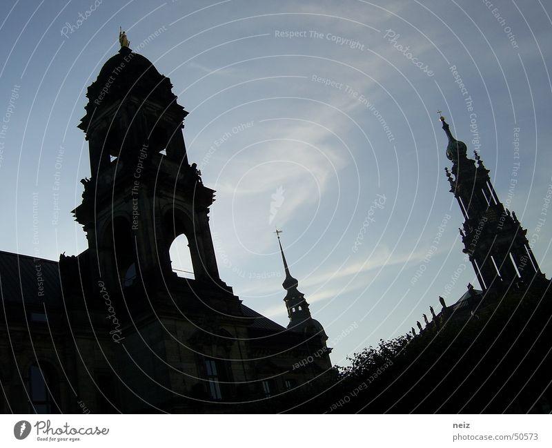 alle guten dinge sind drei Himmel blau Wolken hell Kraft Deutschland 3 hoch Perspektive Energiewirtschaft Macht Turm Dresden tief
