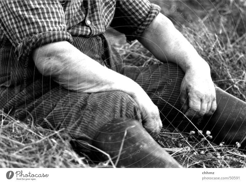 Müde Natur Hand Erholung Wiese Arme sitzen Müdigkeit Landwirt Hemd Ernte Stiefel fertig Gummistiefel Schutz rasenmähen