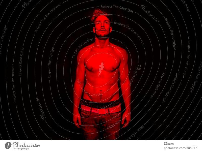 devil inside me Jugendliche rot Junger Mann 18-30 Jahre Erwachsene dunkel Tod träumen maskulin stehen verrückt sportlich Jeanshose Verfall gruselig skurril
